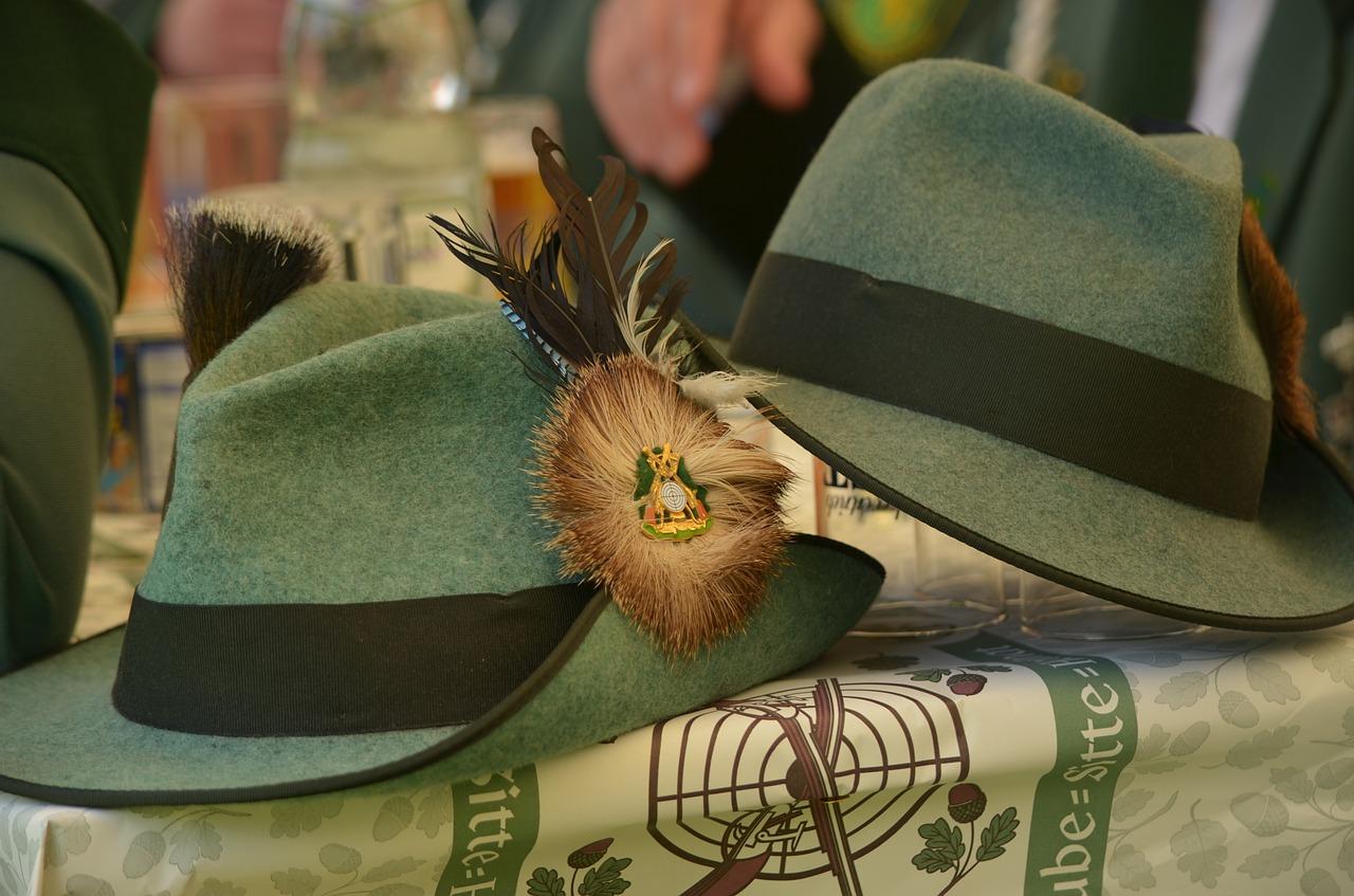 hats-948176_1280